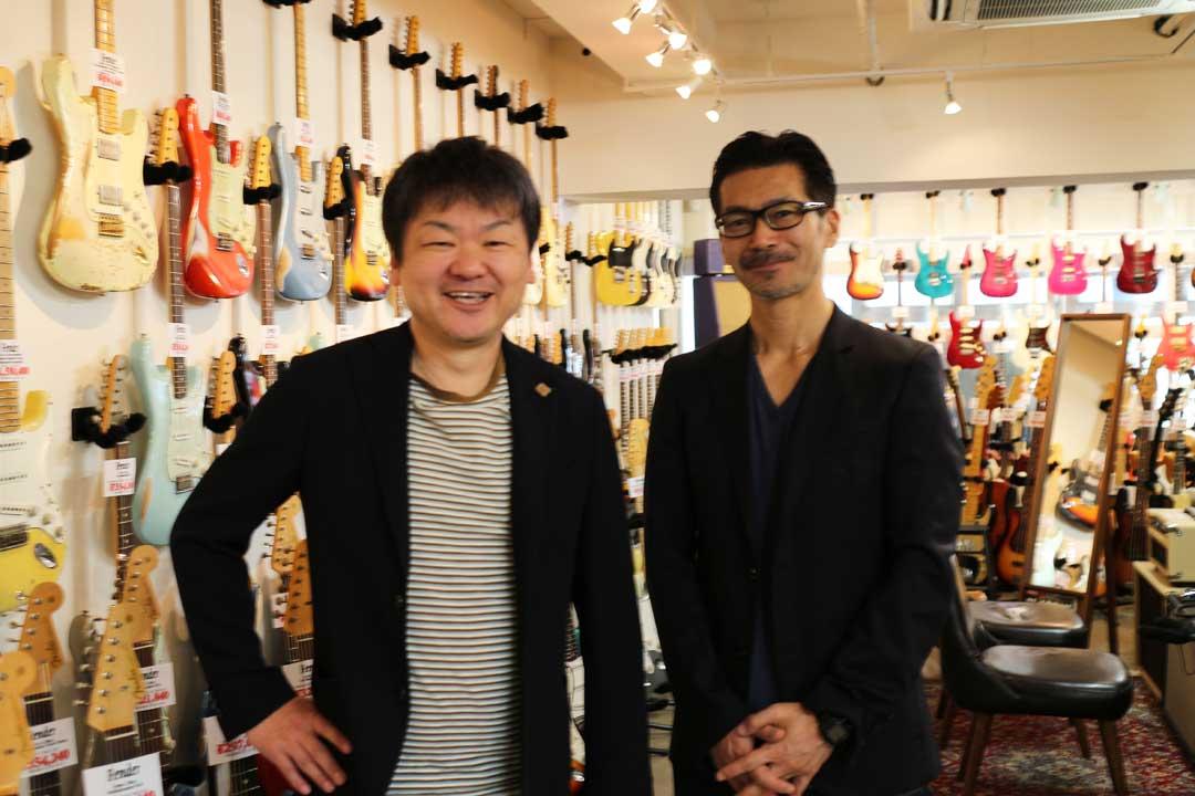 クライアントフォト。nico-nico guitars 梅村社長とopengate 荻原。 渋谷の店内にて。
